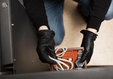 Адвокат по статьям 158, 161, 162 УК РФ, по кражам, грабежам и разбоям